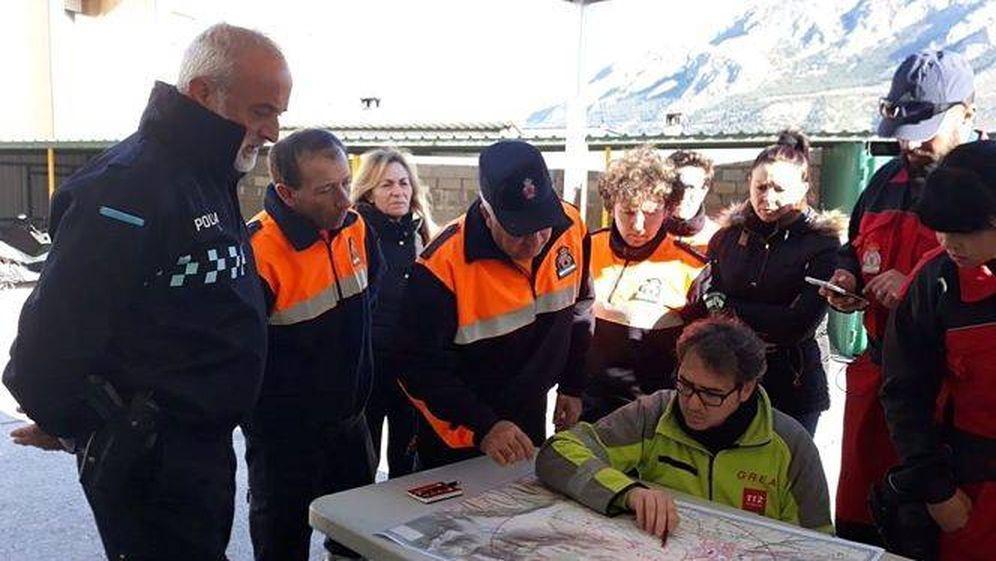 Foto: Miembros de la Policía Local y sanitarios participaron en el dispositivo de búsqueda del desaparecido. Foto: 112 Andalucía