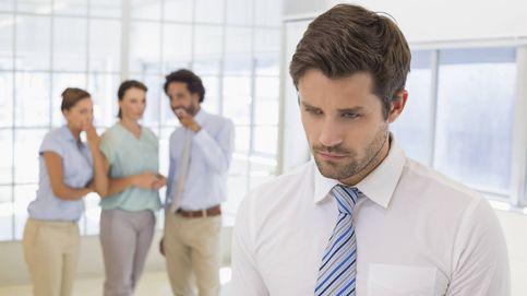Cómo enfrentarte a los que hablan de ti por la espalda en el trabajo y ganar