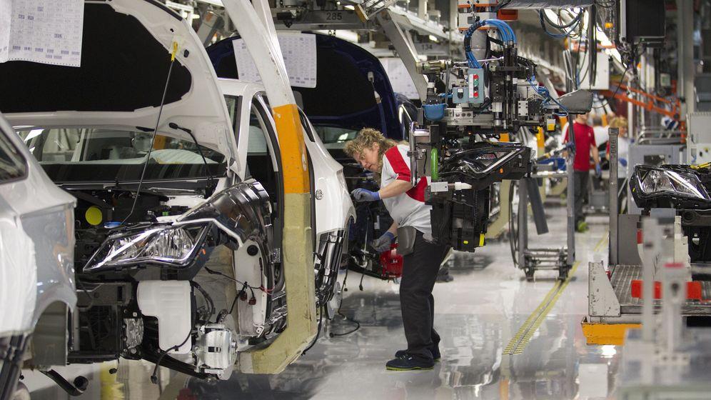 Foto: Línea de montaje de vehículos. (EFE)