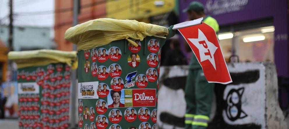 Foto: Contenedores cubiertos de pegatinas con el rostro de Dilma Rousseff y el expresidente Lula da Silva, este jueves en Sao Paulo. (Reuters)