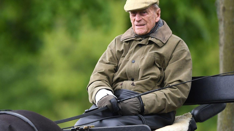 El duque de Edimburgo, asistiendo en coche de caballos al Royal Windsor Horse Show en Windsor. (EFE)