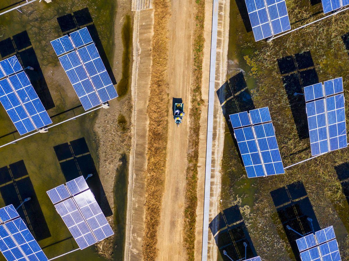 Foto: Imagen de archivo de un parque solar. (EFE)