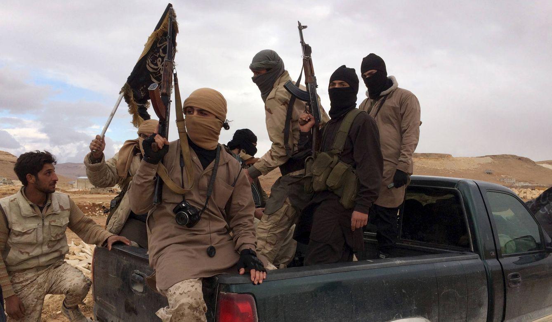 Foto: Combatientes del Frente Al Nusra en el Valle de Bekaa, Líbano, tras liberar a soldados libaneses, en diciembre de 2015 (Reuters).