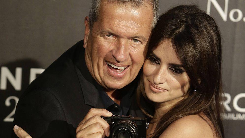 Foto: Mario Testino junto a Penélope Cruz en una imagen de archivo. (Gtres)