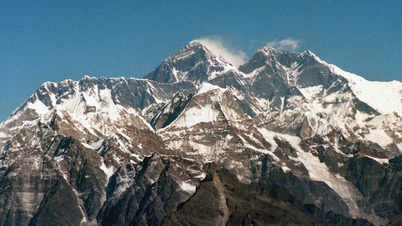Foto: El Everest, la montaña más elevada del mundo. (EFE)