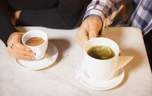 ¿Mejor café o té? Pros y contras para la salud y varios falsos mitos