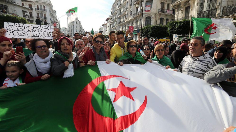 Foto: Protestas en Argelia este miércoles. (Reuters)