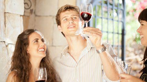 El método infalible para beber una copa de vino y parecer un experto