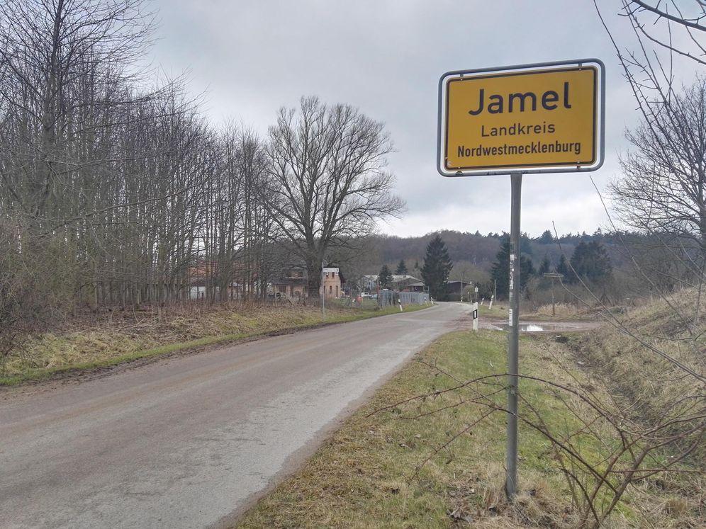 Foto: La entrada de Jamel, el pueblo nazi en la Alemania actual (Antonio Martínez).