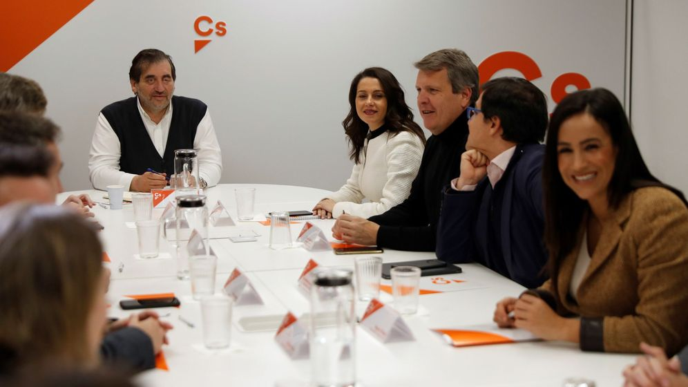 Foto: Reunión de la gestora de Ciudadanos con la dirección parlamentaria en el Congreso. (EFE)