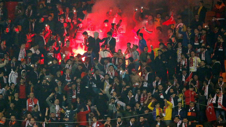 Gradas del estadio del Ba?ak?ehir en su partido de ida de octavos de final de la Europa League, el 12 de marzo pasado, contra el Copenhague (1-0) (Ege).
