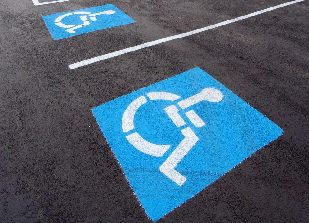 Foto: Aparcamiento para personas de movilidad reducida.