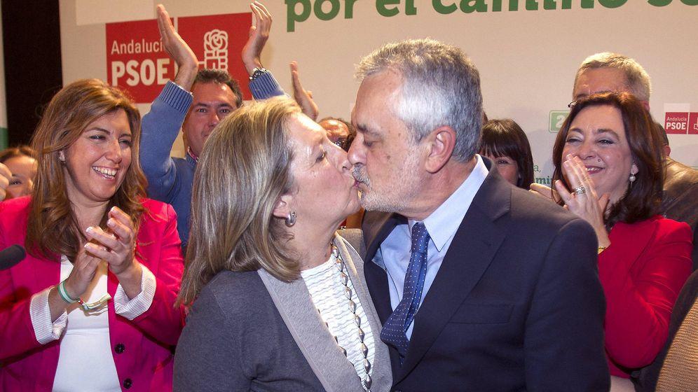 Foto: José Antonio Griñán con su esposa en 2012. (EFE)