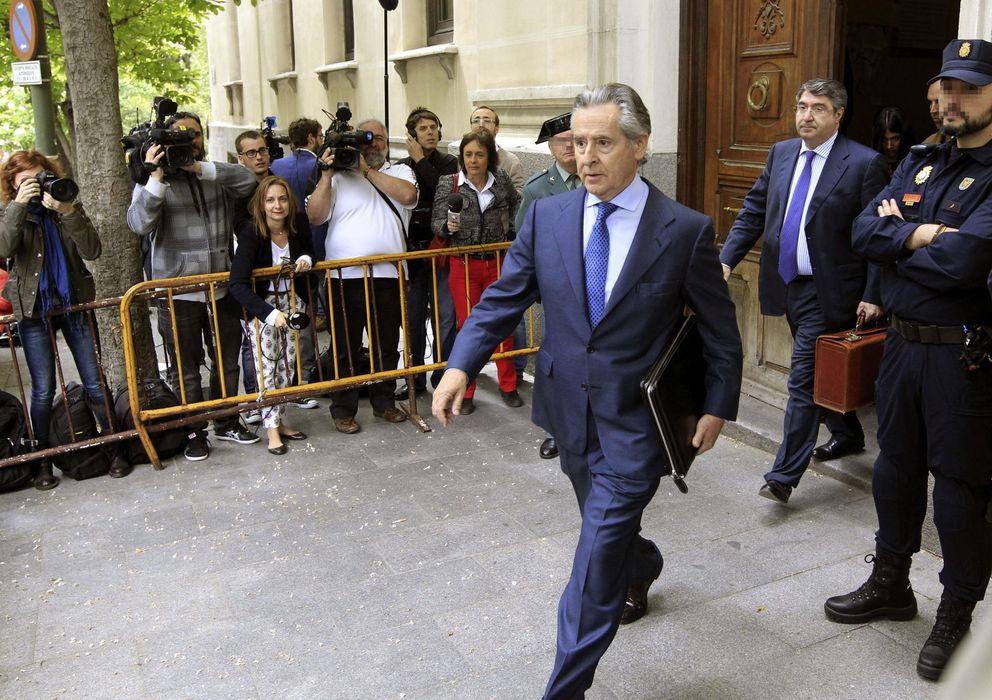 Foto: El expresidente de Caja Madrid Miguel Blesa abandona el Tribunal Superior de Justicia de Madrid (Efe)