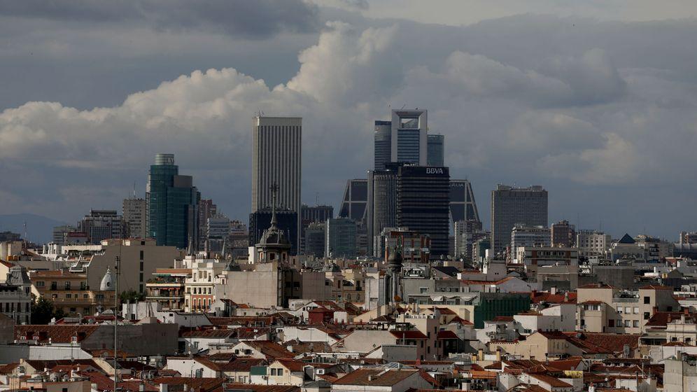 Foto: Vista general del distrito financiero de Madrid. (Reuters)