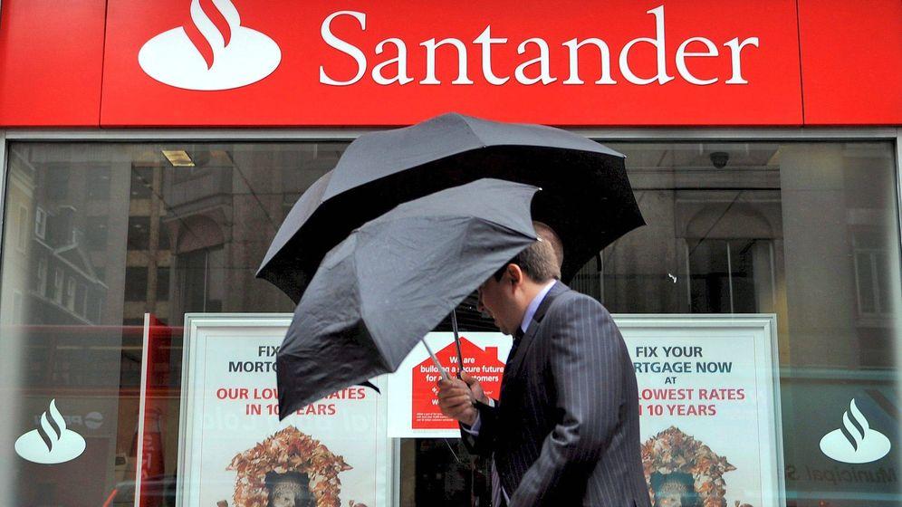 Foto: El BdE multa al Banco Santander con por no proteger a los deudores sin recursos. (EFE)