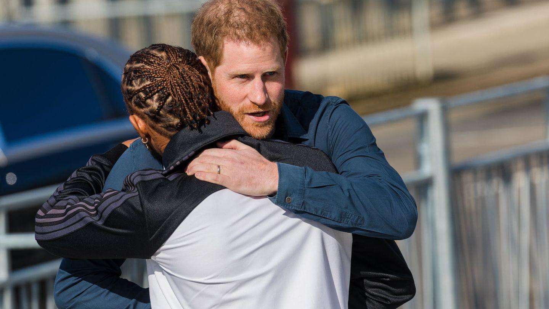 El príncipe Harry y Lewis Hamilton, el pasado 6 de marzo en Londres. (Reuters)