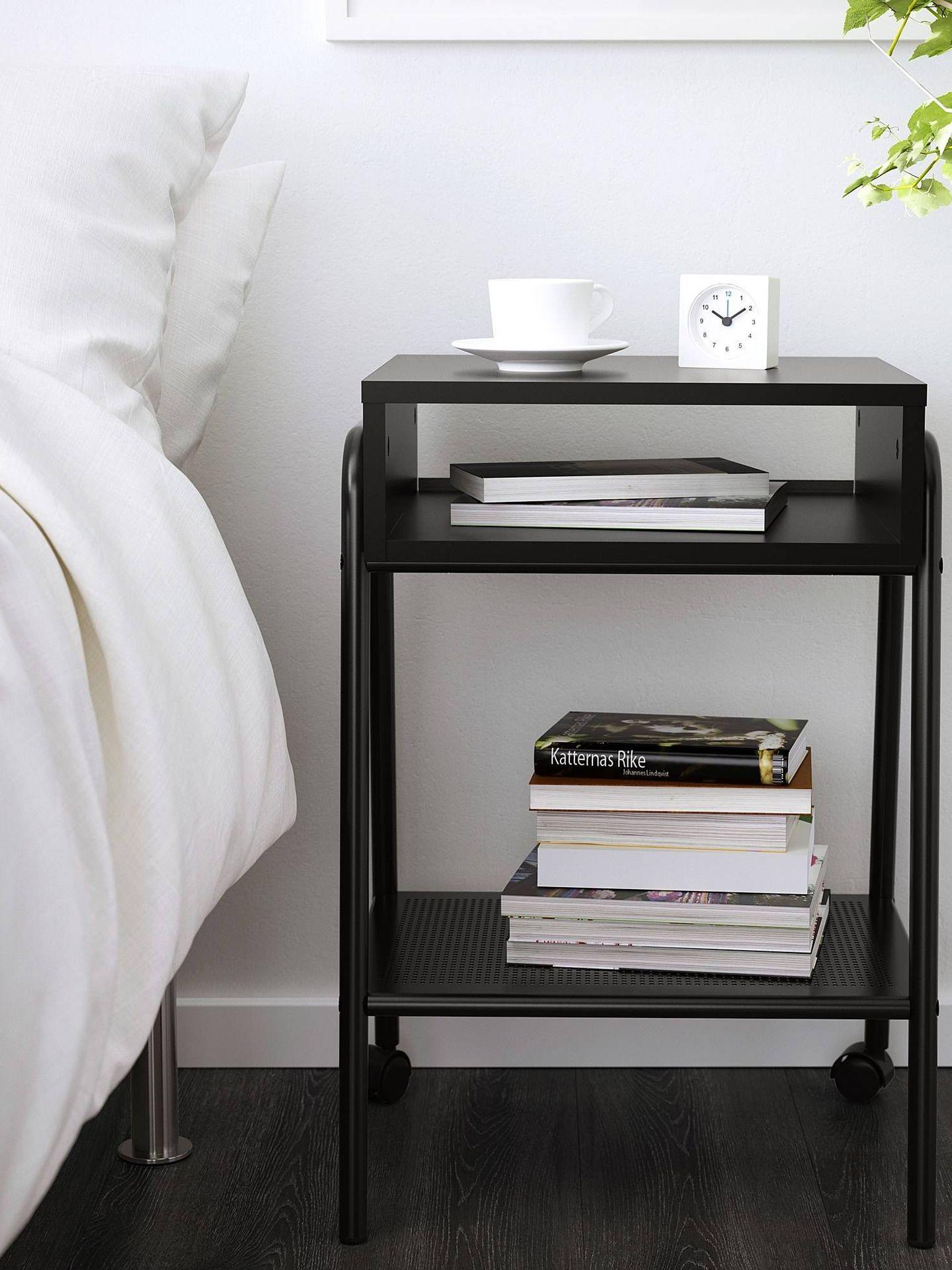 Mesitas de noche de Ikea para un dormitorio ordenado. (Cortesía)