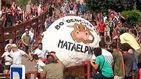 Una bola de 300kg arrolla a dos personas en las fiestas de Matalpino