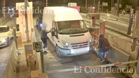 Una banda asalta a otra en un peaje de la autopista de El Vendrell.
