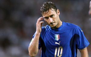 Totti amenaza con llevar su 'síndrome de Peter Pan' al Mundial de Brasil