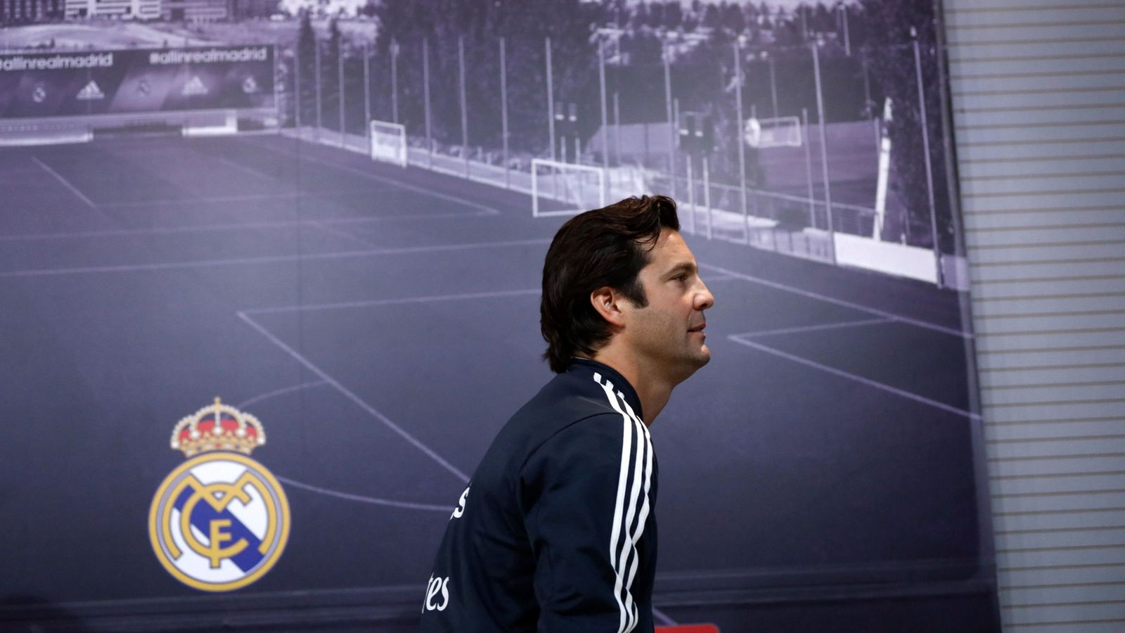 Foto: Santiago Solari, tras dar su primera rueda de prensa como entrenador provisional del Real Madrid. (EFE)