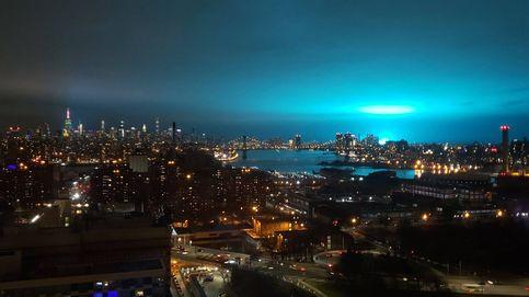 La explosión de un transformador tiñe el cielo de Nueva York de ciencia ficción