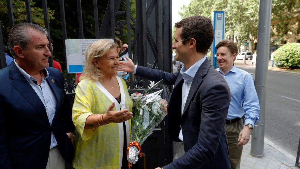 Foto: Pablo Casado en un homenaje a las víctimas del terrorismo junto a Ángeles Pedraza en 2018. (EFE)