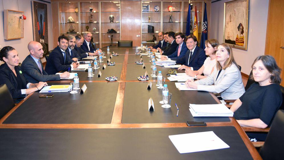 Foto: Imagen de la reunión de la Comisión directiva del CSD celebrada este martes. Al fondo a la izquierda está Jesús Castellanos. (Foto: CSD)