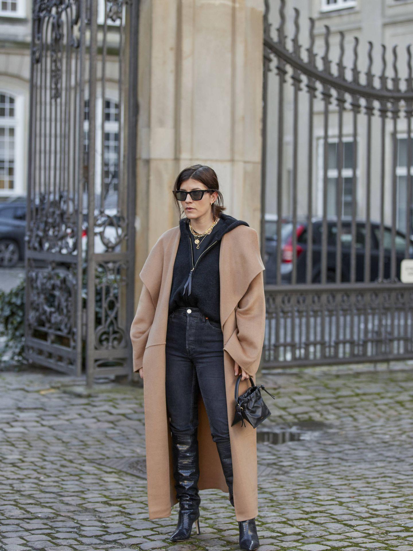 El abrigo camel, en las calles Copenhague. (Imaxtree)