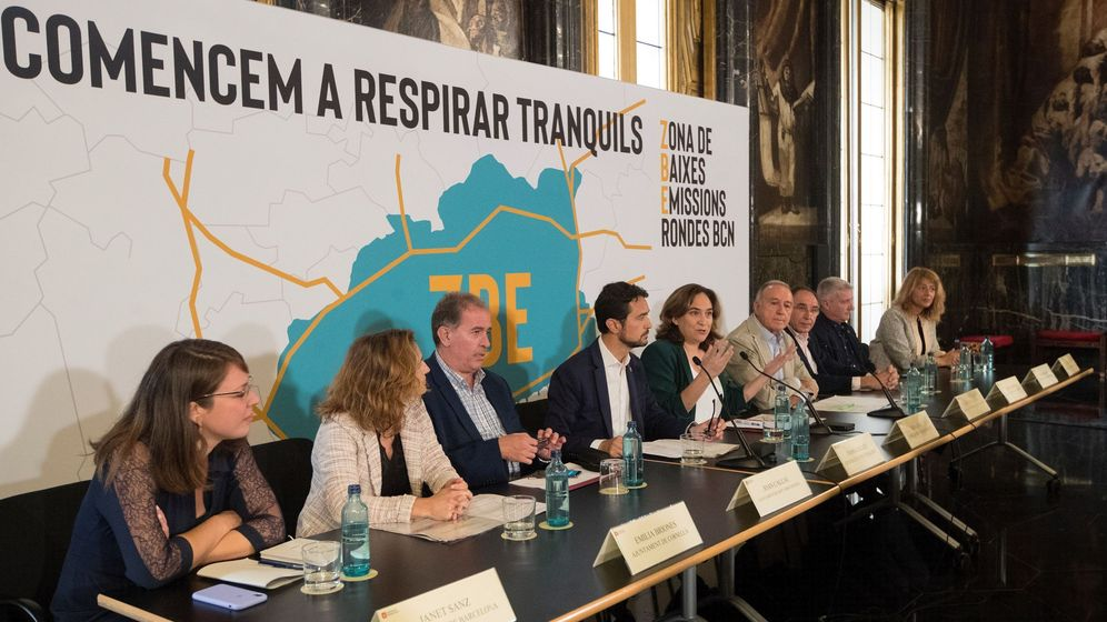 Foto: Presentación de la propuesta de zona de bajas emisiones de Barcelona. (EFE)