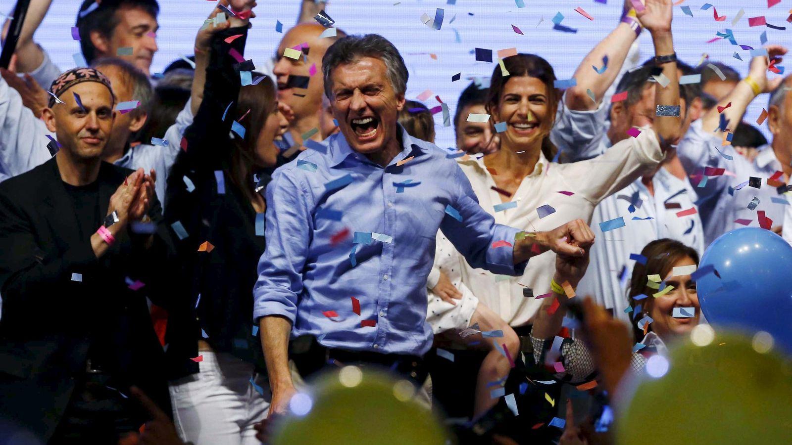 Foto: Mauricio Macri celebra el resultado de las elecciones junto a su mujer, Juliana Awada, en Buenos Aires. (Reuters)