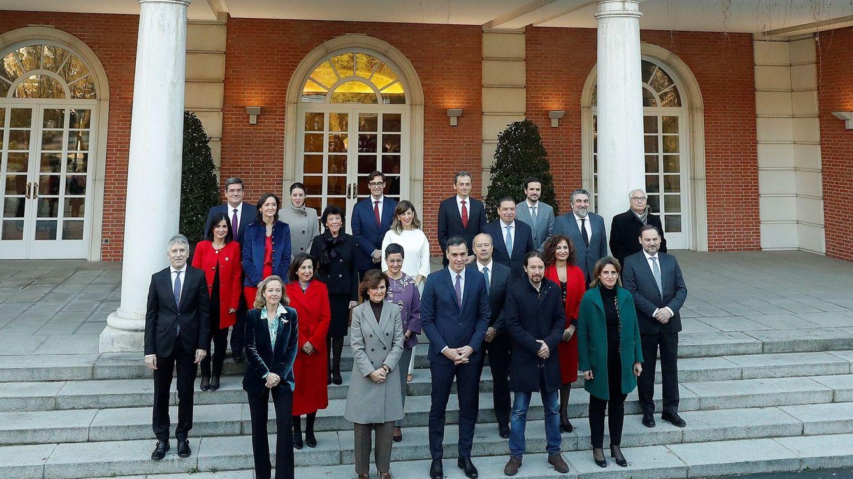 Sánchez y sus ministros con escaño no se van por ahora del Congreso: retendrán su acta