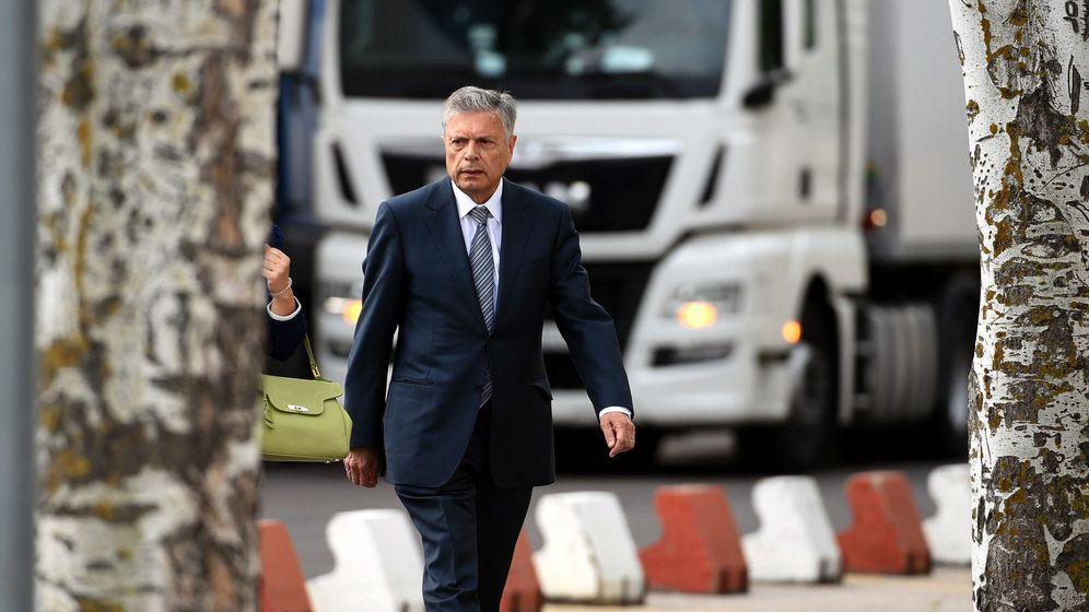 Foto: El expresidente de la Caja de Ahorros del Mediterráneo (CAM) Modesto Crespo, a su llegada a la Audiencia Nacional. (EFE)