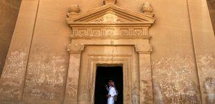 Post de Arabia Saudí busca turistas y rebaja a las occidentales las exigencias de vestimenta