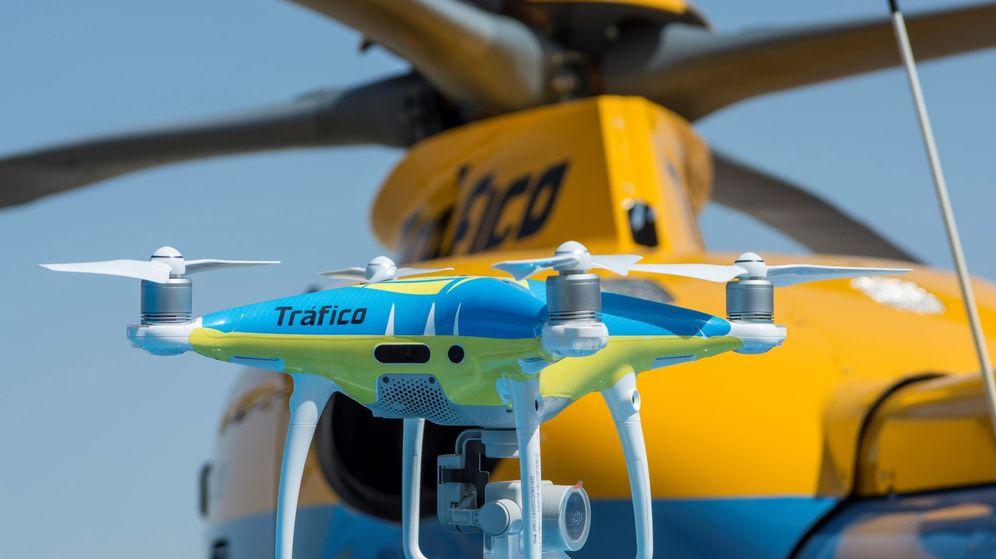 Foto: Imagen de uno de los drones de la DGT. (EFE)
