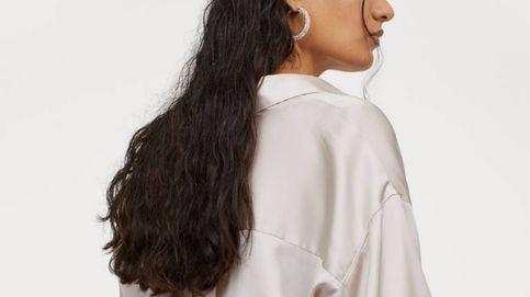 La blusa satinada de H&M a la que recurrirás cuando no sepas qué look de fiesta ponerte
