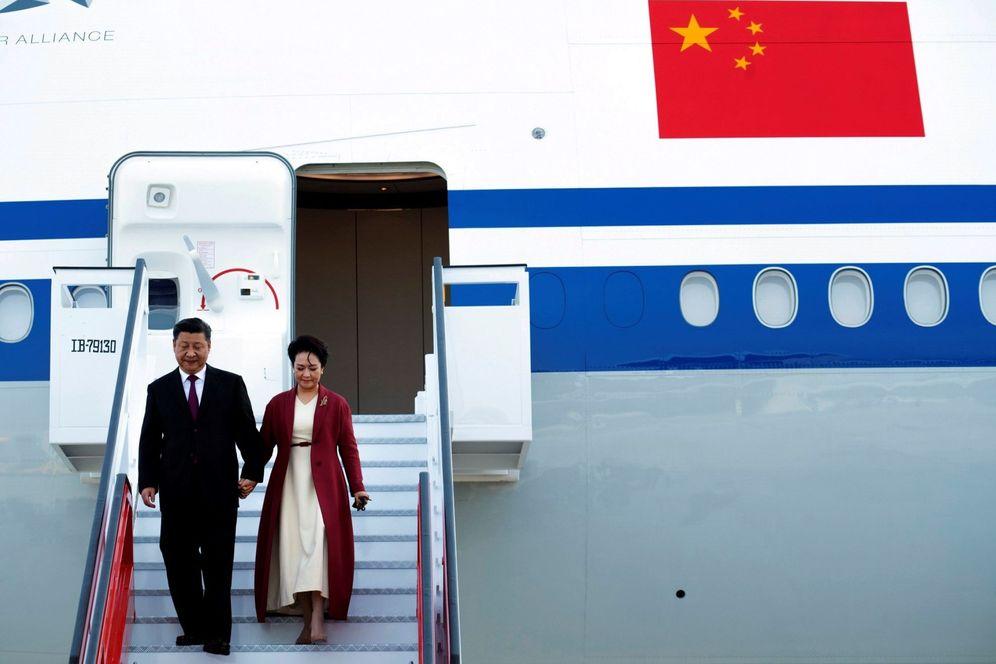 Foto: El presidente chino, Xi Jinping, llega con su esposa, Peng Liyuan, a Madrid, para comenzar su visita de Estado a España. (EFE)