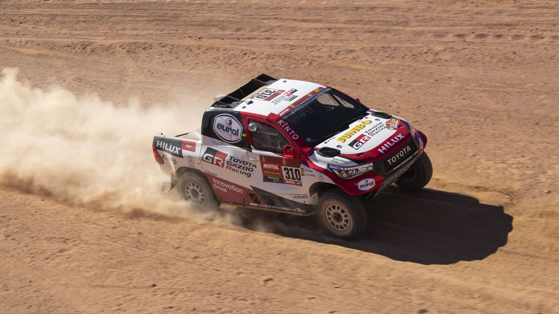 Fernando Alonso, durante la tercera etapa del Rally Dakar. (EFE)