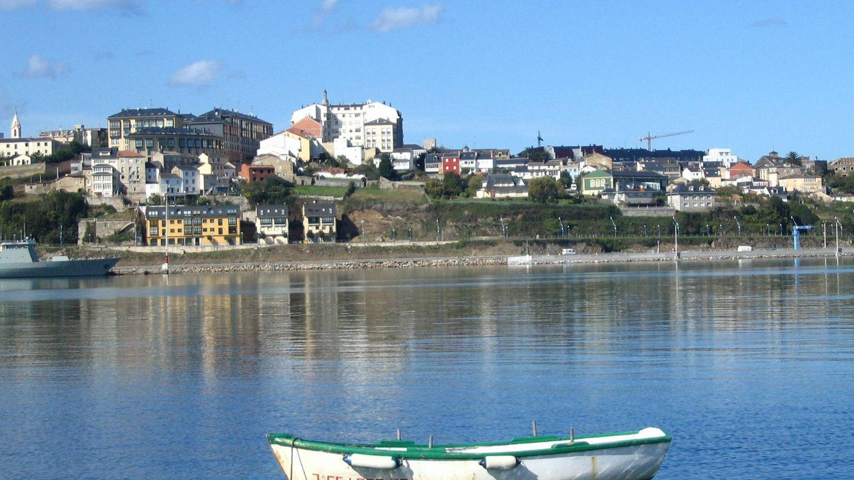 Miles de litros de estiércol cierran playas en la frontera entre Galicia y Asturias