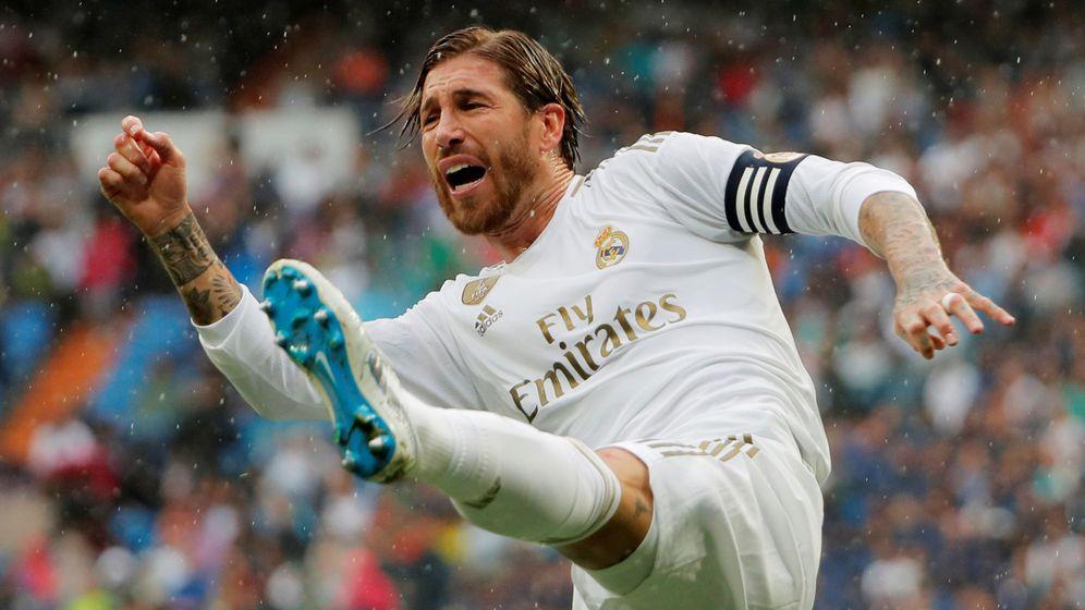 Foto: Sergio Ramos despeja un balón durante un partido del Real Madrid. (Reuters)