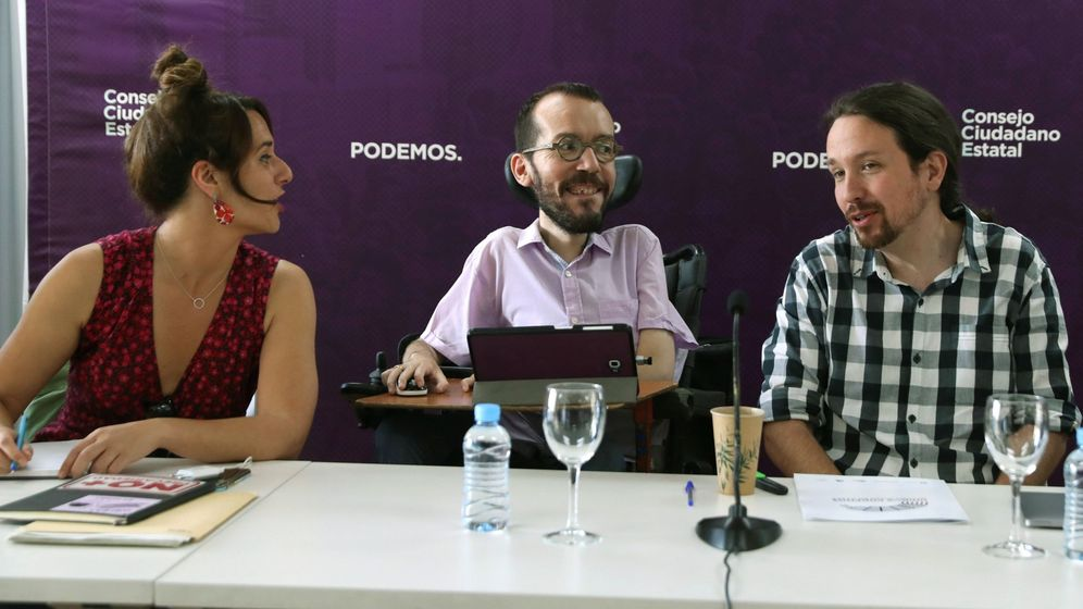 Foto: El secretario general de Podemos, Pablo Iglesias (d), junto al secretario de Organización, Pablo Echenique (c), y la secretaria de Participación, Noelia Vera. (EFE)