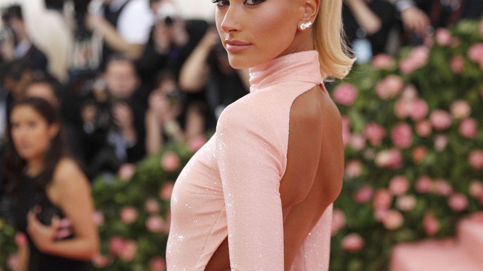 Hailey Bieber tiene fecha de boda por fin: repasamos sus looks de novia