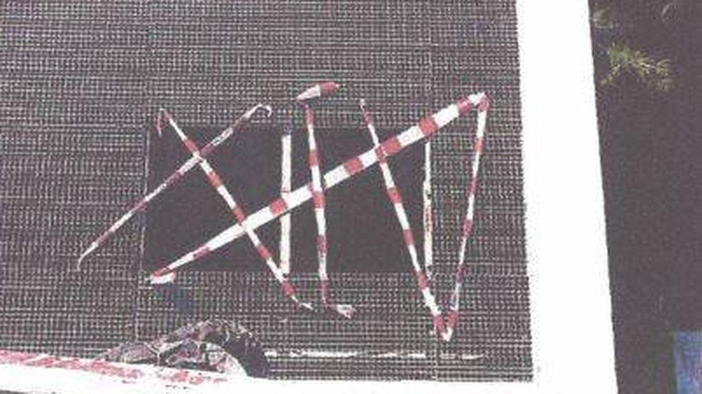 Foto: Imagen de la rejilla por la que cayó el menor en Madrid Río. (Foto del informe pericial)