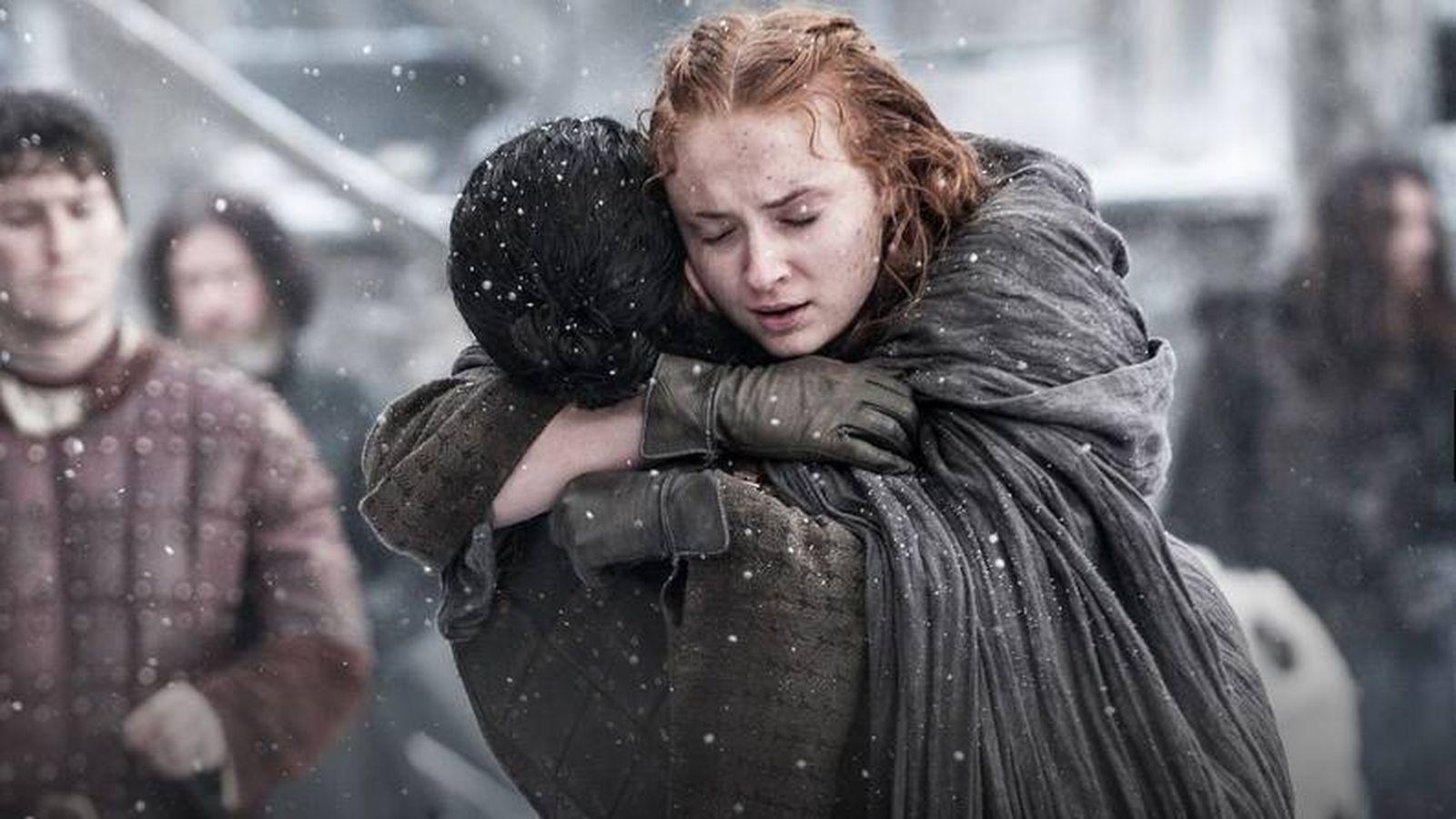 Foto: Sansa Stark abraza a Jon Nieve en su reencuentro.