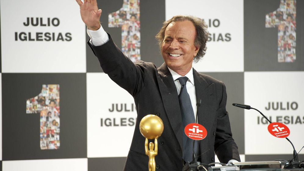 Foto: Julio Iglesias, recibiendo un premio en Madrid. (Getty)
