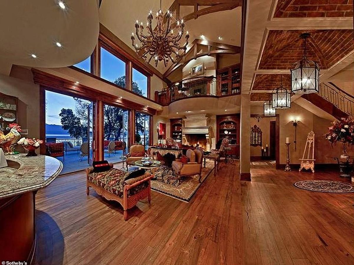 Foto: Interior de la millonaria mansión donde están pasando su estancia en Canadá Meghan y Harry. (Sotheby's)