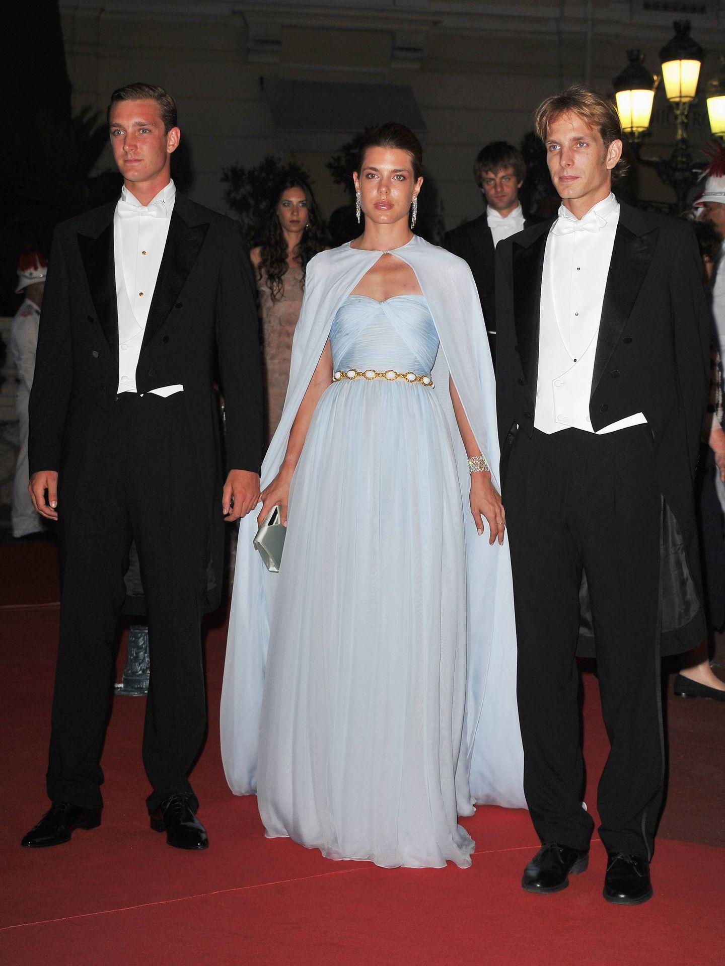 Carlota Casiraghi, con sus hermanos en la boda de Alberto y Charlène de Mónaco. (Getty)