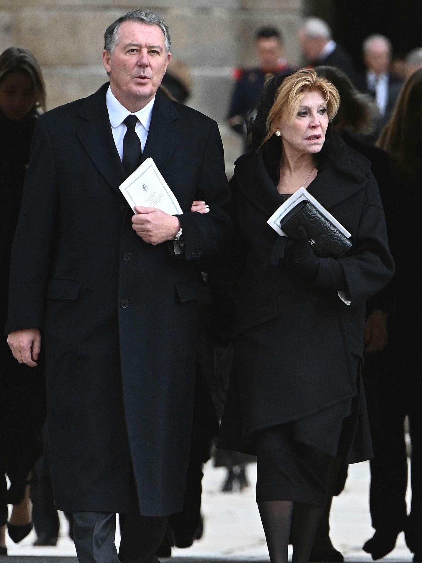 José María Michavila y la baronesa Thyssen, en el funeral de la infanta Pilar. (EFE)
