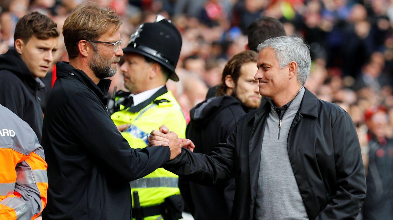 Klopp saluda a José Mourinho antes del comienzo del partido. (Reuters)
